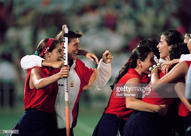 Members of the Spanish Women's Field Hockey team celebrate after beating Germany 2 1 in the final of the Women's field hockey tournament at the 1992...