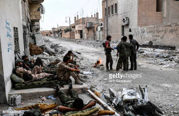 TOPSHOT Members of the Syrian Democratic Forces hold a position on the eastern frontline of Raqa on September 24 2017 Syrian fighters backed by US...