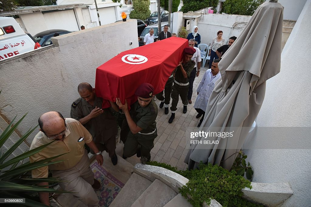 Members of the Tunisian army carry the coffin of Tunisian doctor Fathi Bayoudh, who was killed in the Istanbul airport attack blamed on the Islamic State (IS) group on June 28, as they arrive at his house in Tunis for a mourning ceremony on June 30, 2016, ahead of his funeral. Bayoudh, who was killed in the Istanbul airport attack, was in Turkey to secure the release of his son detained for joining the jihadists, diplomats said on June 30, 2016. / AFP / FETHI