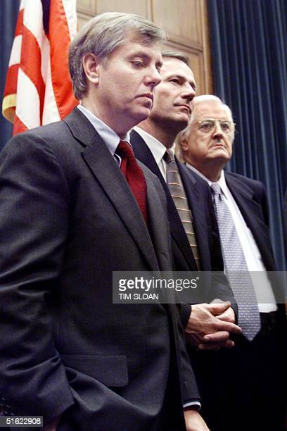 Members of the US House Judiciary Committee that served as 'Managers' in the impeachment trial of US President Bill Clinton talk to reporters 12...