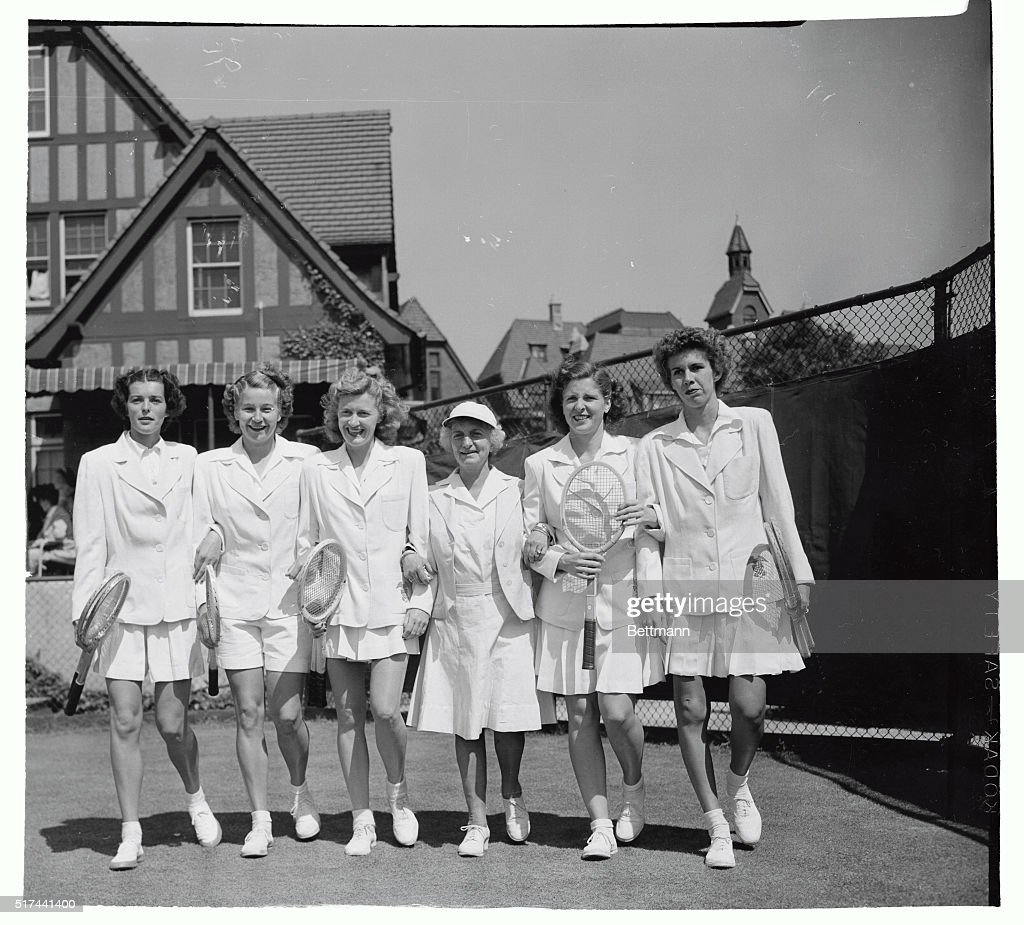 Women s Tennis Team Walking