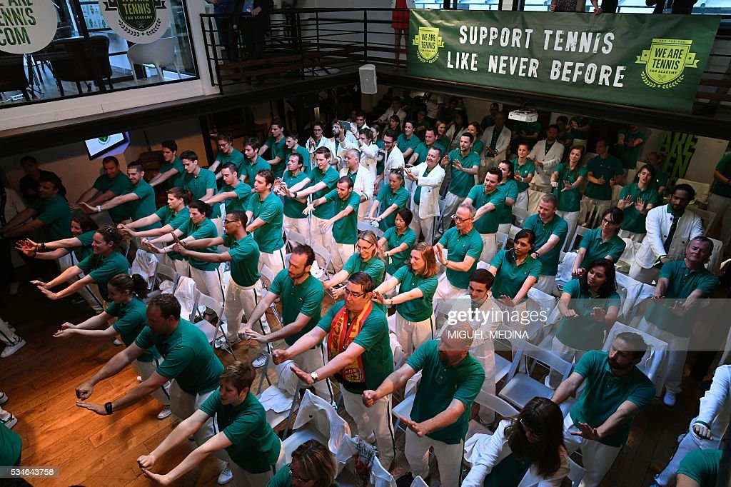Members of the 'We Are Tennis Fan Academy 2016' take part in a training event in Paris on May 27, 2016 before attending matches at the Roland Garros 2016 French Tennis Open. / AFP / MIGUEL