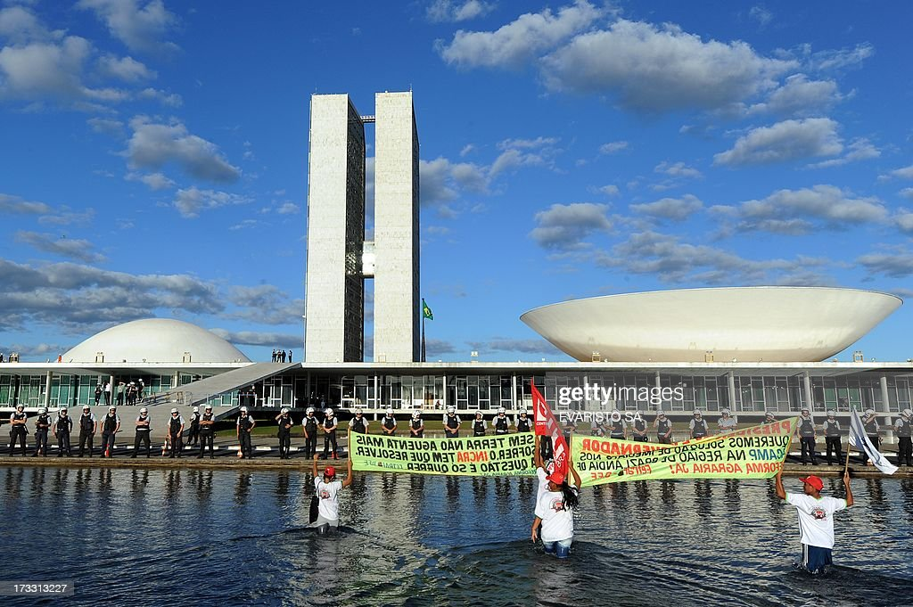 Members of various labour unions take part in a demonstration in front National Congress in Brasilia, Brazil, on July 11, 2013 during a day of strikes and demonstrations called by the country's five leading labor federations to demand better public services and an end to endemic corruption. AFP PHOTO/Evaristo Sa