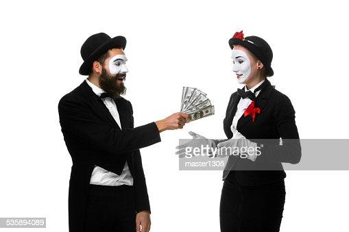 ホリデーセルフィービジネスウーマンとして、ビジネスマンお金を数える : ストックフォト