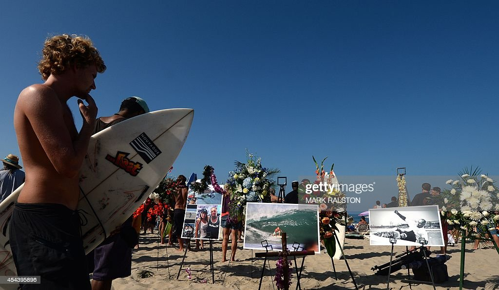 A memorial and photos during the funeral service for the pioneering and legendary skateboarder and surfer Jay Adams who died of a heart attack, at Venice Beach on August 30, 2014. Adams who became famous in the 1970's was an original member of the 'Z-Boy' skateboard team and was portrayed by actor Emile Hirsch in the film ``Lords of Dogtown'', died of a heart attack while vacationing in Mexico. AFP PHOTO/Mark RALSTON