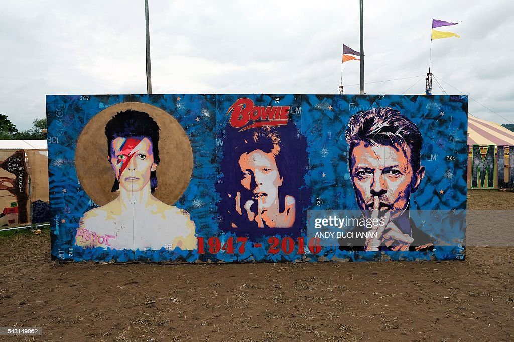 A memorial to David Bowie is pictured on day five of the Glastonbury Festival of Music and Performing Arts on Worthy Farm near the village of Pilton in Somerset, South West England on June 26, 2016. / AFP / Andy Buchanan