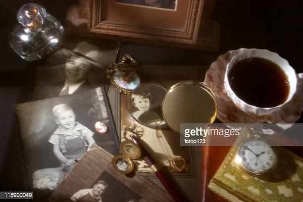 collection de souvenirs. Antiquités, des photos anciennes et des objets de collection.