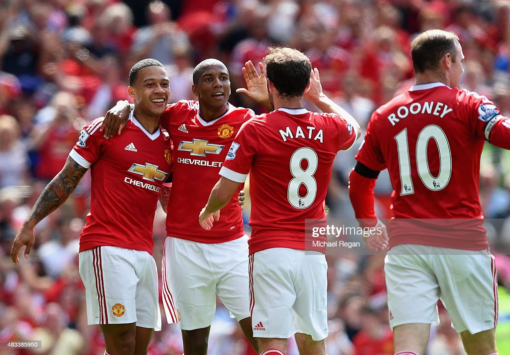 Memphis Depay Ashley Young Juan Mata and Wayne Rooney of Manchester United celebrate their team's first goal during the Barclays Premier League match...