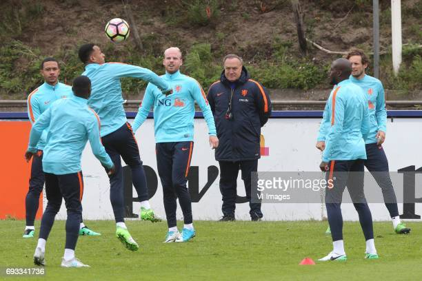 Memphis Depay of Holland Quincy Promes of Holland Kenny Tete of Holland Davy Klaassen of Holland coach Dick Advocaat of Holland Bruno Martins Indi of...