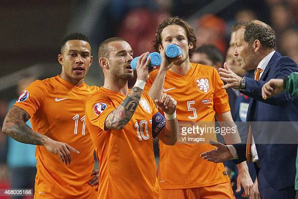 Memphis Depay of Holland Wesley Sneijder of Holland Daley Blind of Holland assistant trainer Danny Blind of Holland during the UEFA Euro 2016...
