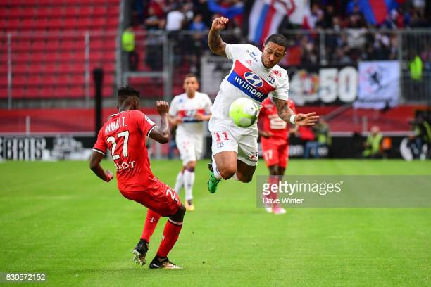 Memphis Depay of Lyon and Hamari Traore of Rennes during the Ligue 1 match between Stade Rennais and Olympique Lyonnais at Roazhon Park on August 11...