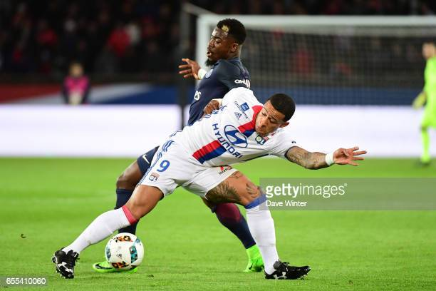 Memphis Depay of Lyon and Serge Aurier of PSG during the French Ligue 1 match between Paris Saint Germain and Lyon at Parc des Princes on March 19...