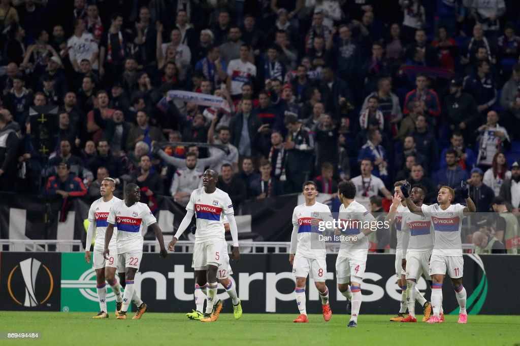 Memphis Depay of Lyon celebrates scoring his sides third goal with his Lyon team mates during the UEFA Europa League group E match between Olympique Lyon and Everton FC at Stade de Lyon on November 2, 2017 in Lyon, France.