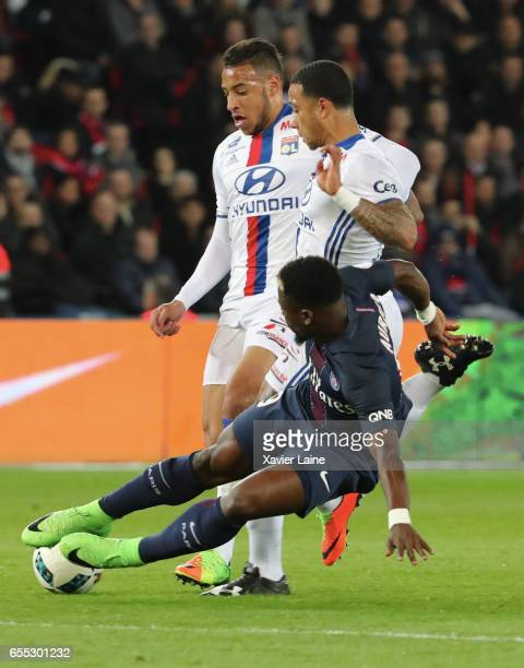Memphis Depay of Lyon in action with Serge Aurier of Paris SaintGermain during the French Ligue 1 match between Paris Saint Germain and Lyon OL at...
