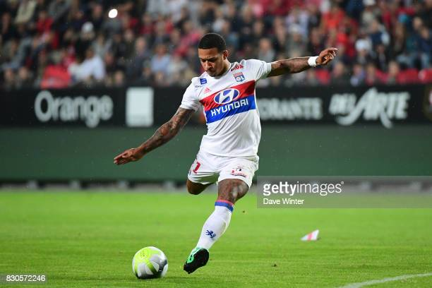 Memphis Depay of Lyon scores from a freekick to put his side 10 ahead during the Ligue 1 match between Stade Rennais and Olympique Lyonnais at...