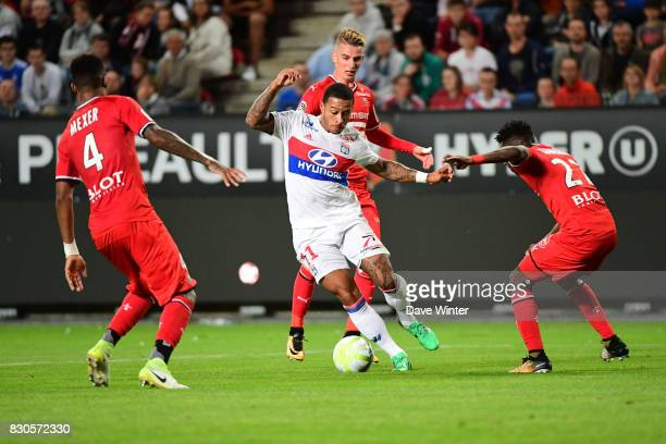 Memphis Depay of Lyon tries to weave his way through the Rennes defence during the Ligue 1 match between Stade Rennais and Olympique Lyonnais at...