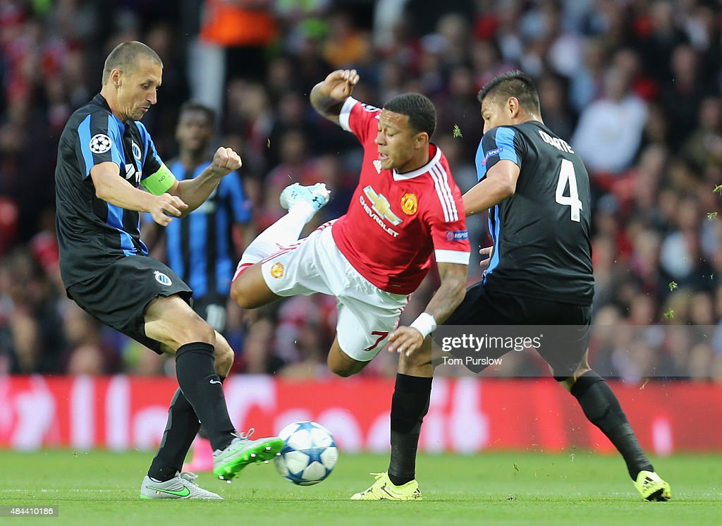 <a gi-track='captionPersonalityLinkClicked' href=/galleries/search?phrase=Memphis+Depay&family=editorial&specificpeople=7189987 ng-click='$event.stopPropagation()'>Memphis Depay</a> of Manchester United in action with <a gi-track='captionPersonalityLinkClicked' href=/galleries/search?phrase=Timmy+Simons&family=editorial&specificpeople=794114 ng-click='$event.stopPropagation()'>Timmy Simons</a> and Oscar Duarte of Club Brugge during the UEFA Champions League play-off first leg match between Manchester United and Club Brugge at Old Trafford on August 18, 2015 in Manchester, England.