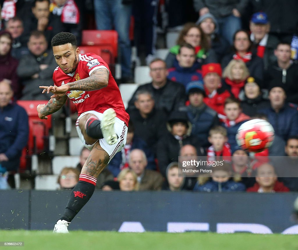 <a gi-track='captionPersonalityLinkClicked' href=/galleries/search?phrase=Memphis+Depay&family=editorial&specificpeople=7189987 ng-click='$event.stopPropagation()'>Memphis Depay</a> of Manchester United takes a free kick during the Barclays Premier League match between Manchester United and Leicester City at Old Trafford on May 1, 2016 in Manchester, England.
