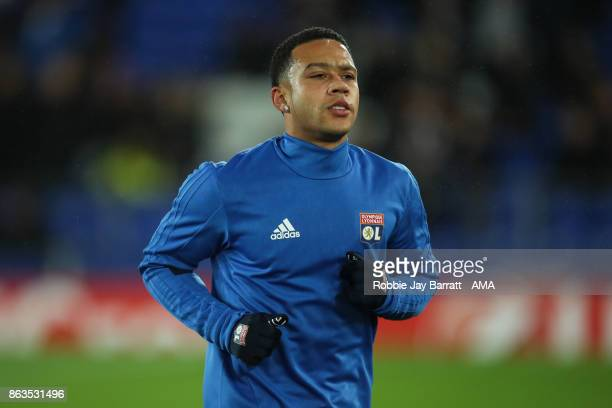 Memphis Depay of Olympique Lyonnais warms up prior to the UEFA Europa League group E match between Everton FC and Olympique Lyon at Goodison Park on...