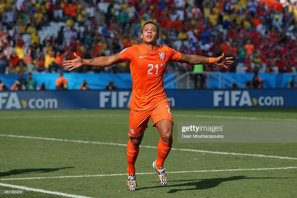<a gi-track='captionPersonalityLinkClicked' href=/galleries/search?phrase=Memphis+Depay&family=editorial&specificpeople=7189987 ng-click='$event.stopPropagation()'>Memphis Depay</a> of the Netherlands celebrates scoring his team's second goal during the 2014 FIFA World Cup Brazil Group B match between the Netherlands and Chile at Arena de Sao Paulo on June 23, 2014 in Sao Paulo, Brazil.