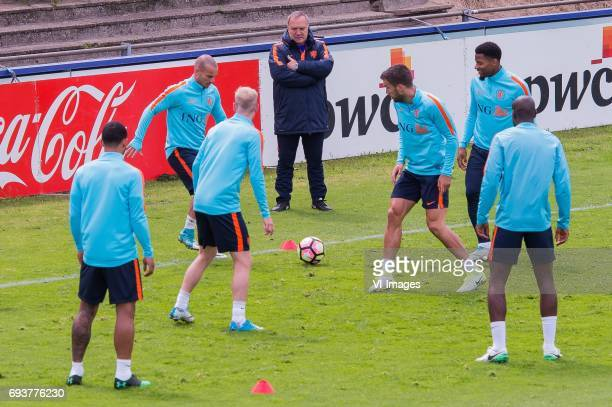Memphis Depay of The Netherlands Wesley Sneijder of The Netherlands Davy Klaassen of The Netherlands coach Dick Advocaat of The Netherlands Kevin...