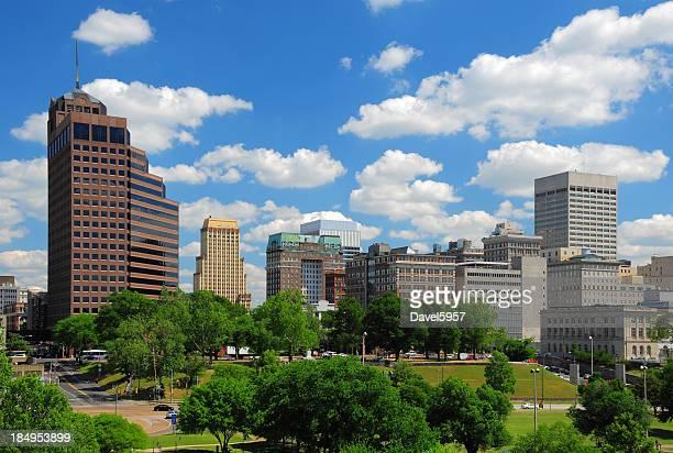 メンフィスのダウンタウンの街並みと雲