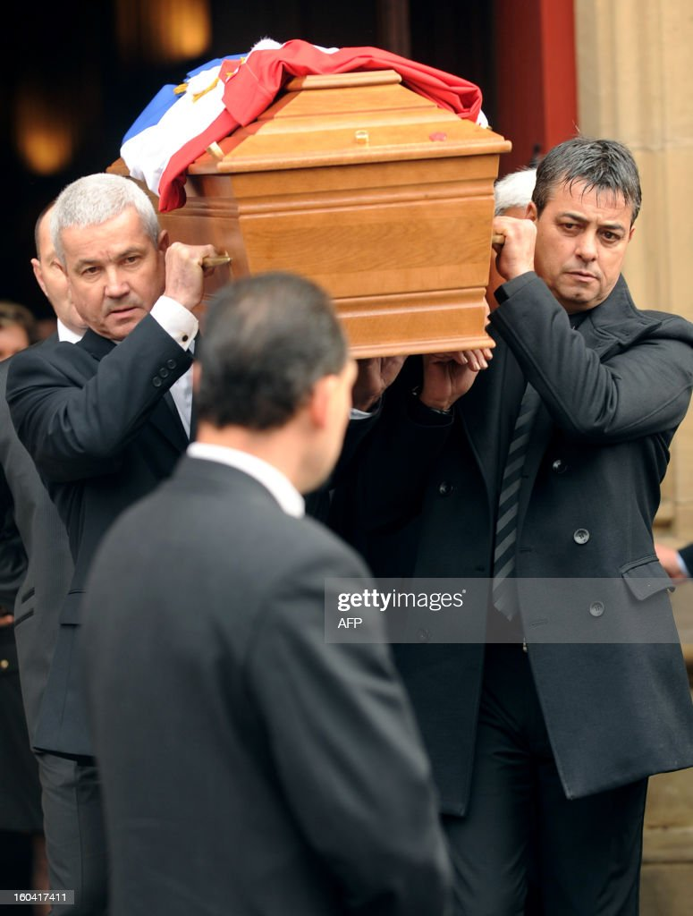 Men carry on January 31, 2013 the coffin of French citizen Yann Desjeux, 53, killed in the hostage rescue operation at a remote gas plant in In Amenas seized by Islamist militants, at the end of the funeral ceremony at the Saint-Andre church in Bayonne, southwestern France.