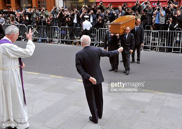 Men carry the coffin of French fashion designer Yves SaintLaurent to SaintRoch church on June 5 2008 next to longtime companion Pierre Berge for a...
