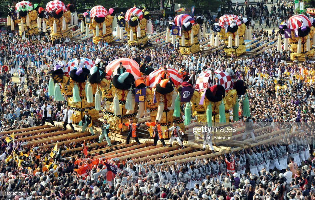 Men lift 2.5 tons of floats called Taiko, or Taiko-dai, at the 'Kakikurabe' or lifting competition, the highlight of the festival, during the Niihama Taiko Festival on October 17, 2013 in Niihama, Ehime, Japan.