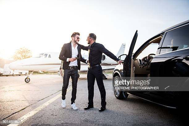 Hombres para reuniones en el aeropuerto