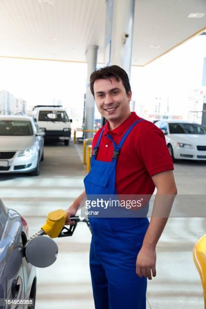Homens gasolina preencher