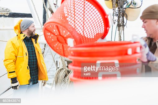 Men working on commercial fishing boat : Foto stock