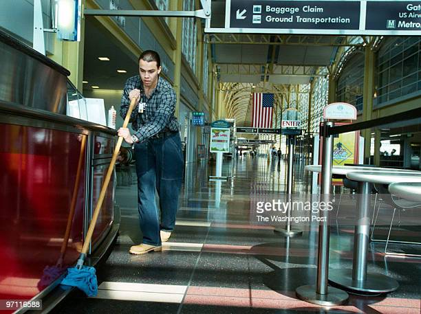 ME/national4 10/03/01 Jahi Chikwendiu/TWP Lenin Garcia a supervisor for Service Solutions Corporation cleans the fixtures a the Cheesecake Factory at...