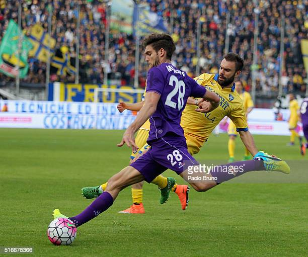 Mendoza Marcos Alonso of ACF Fiorentina competes for the ball with Paolo Sammarco of Frosinone Calcio during the Serie A match between Frosinone...