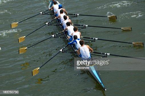 男性の 8 名様用のボートチーム