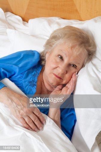 sant mentale femme inqui te au lit photo getty images. Black Bedroom Furniture Sets. Home Design Ideas