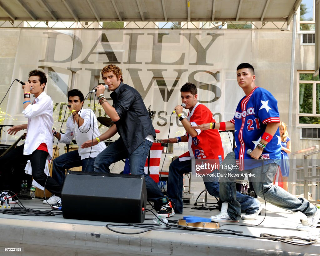 Women will continue to stand up for our rights after march new york daily news - Menudo Performes On The New York Daily News Float At The 51s