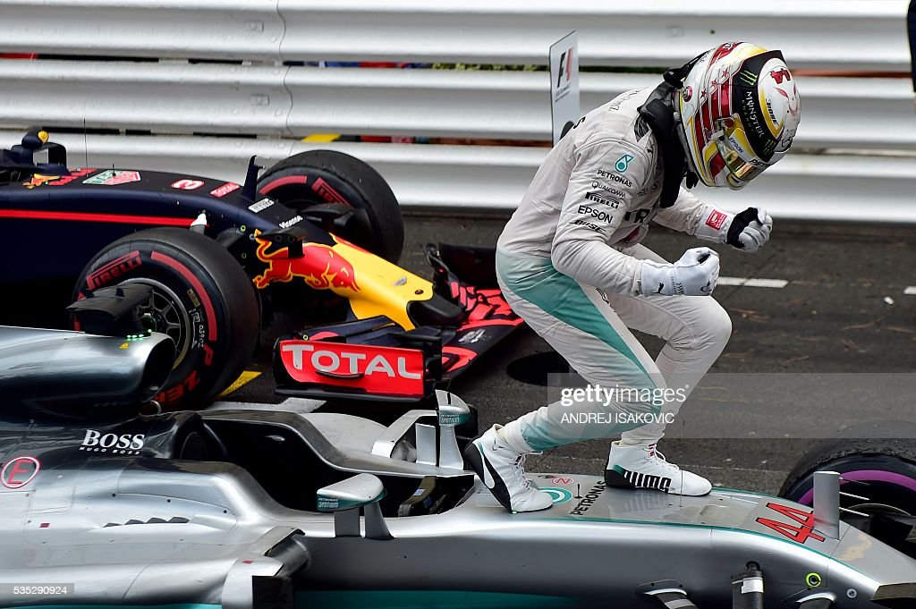Mercedes AMG Petronas F1 Team's British driver Lewis Hamilton celebrates in the parc ferme at the Monaco street circuit, on May 29, 2016 in Monaco, after the Monaco Formula 1 Grand Prix. / AFP / ANDREJ