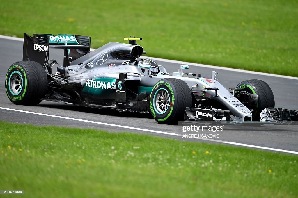 Mercedes AMG Petronas F1 Team's German driver Nico Rosberg drives during the first practice session of the Formula One Grand Prix of Austria at the Red Bull Ring in Spielberg, Austria on July 1, 2016. / AFP / ANDREJ