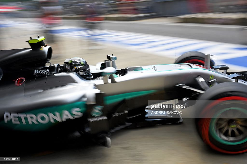 Mercedes AMG Petronas F1 Team's German driver Nico Rosberg leaves the box during the first practice session of the Formula One Grand Prix of Austria at the Red Bull Ring in Spielberg, Austria on July 1, 2016. / AFP / ANDREJ