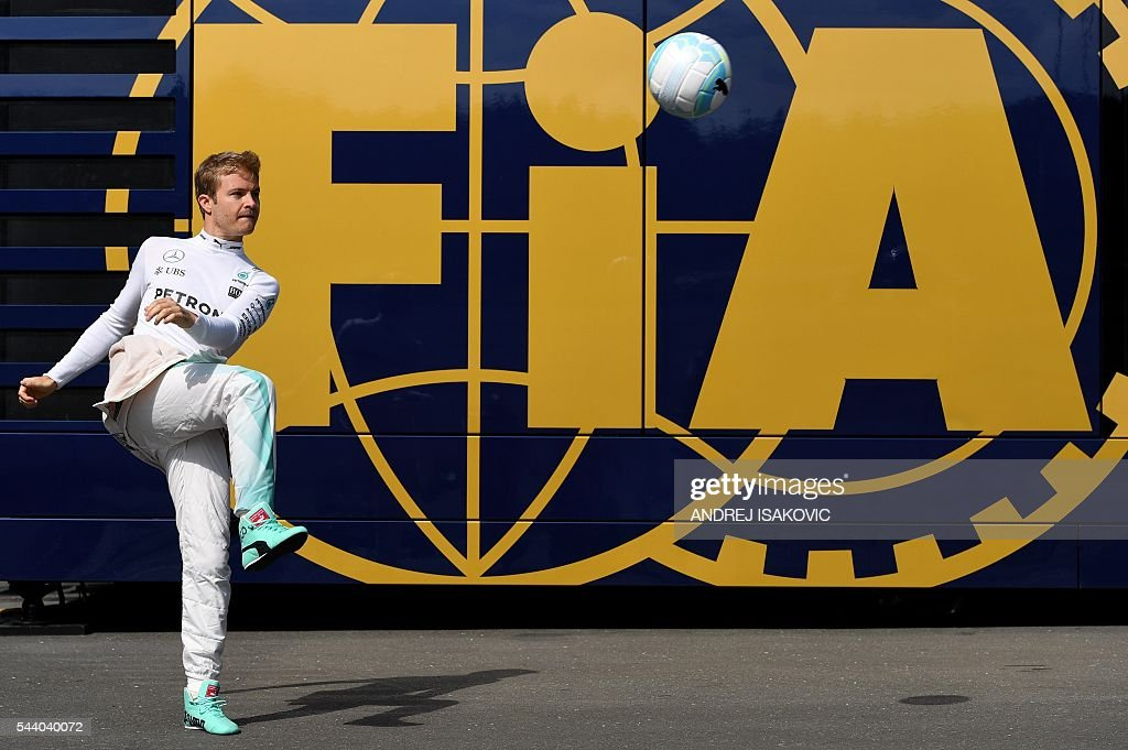 Mercedes AMG Petronas F1 Team's German driver Nico Rosberg plays with a ball before the first practice session of the Formula One Grand Prix of Austria at the Red Bull Ring in Spielberg on July 1, 2016. / AFP / ANDREJ