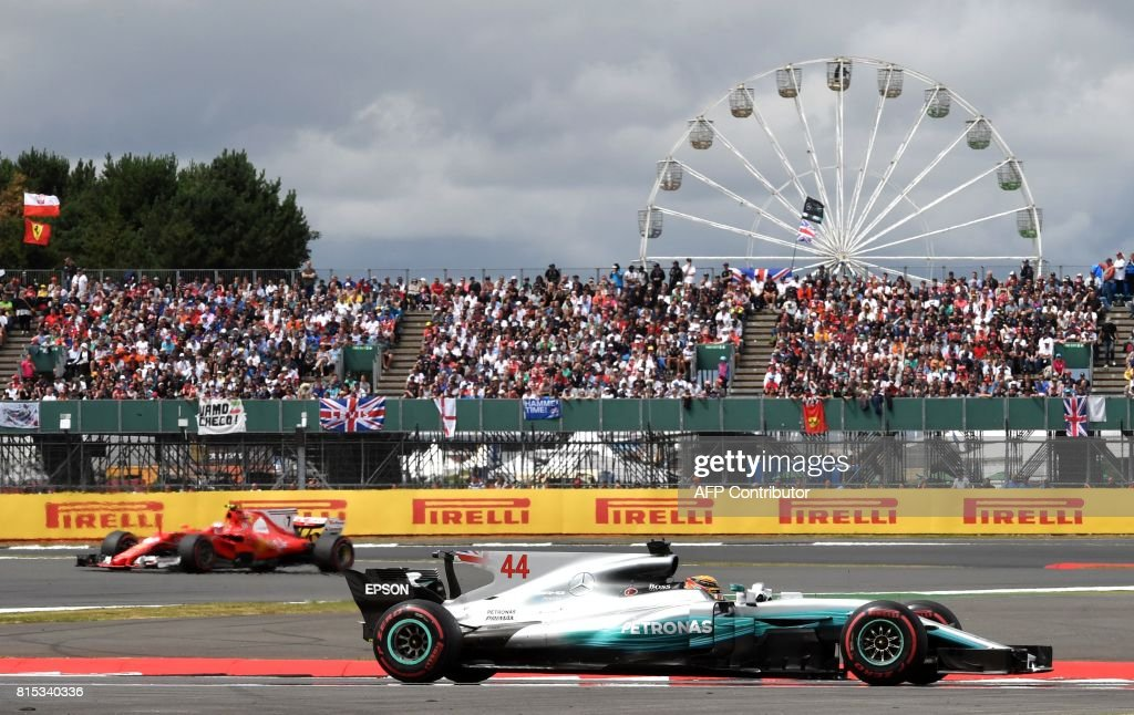 TOPSHOT - Mercedes' British driver Lewis Hamilton drives ahead of Ferrari's Finnish driver Kimi Raikkonen during the British Formula One Grand Prix at the Silverstone motor racing circuit in Silverstone, central England on July 16, 2017. / AFP PHOTO / Andrej ISAKOVIC