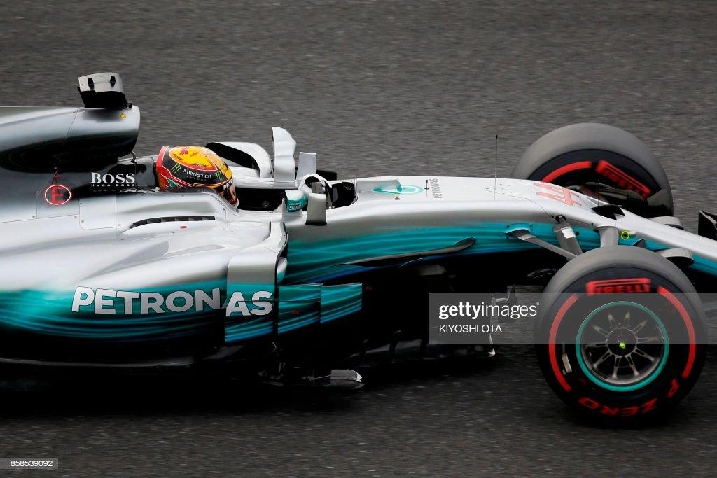 TOPSHOT - Mercedes' British driver Lewis Hamilton drives during the qualifying session of the Formula One Japanese Grand Prix at Suzuka on October 7, 2017. / AFP PHOTO / Kiyoshi OTA