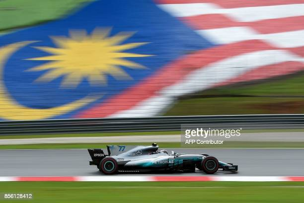 Mercedes' Finnish driver Valtteri Bottas drives his car during the Formula One Malaysia Grand Prix in Sepang on October 1 2017 / AFP PHOTO / MANAN...