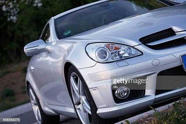 Mercedes-Benz SLK Sportwagen auf öffentliche Parkplätze