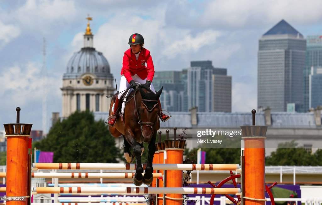 <a gi-track='captionPersonalityLinkClicked' href=/galleries/search?phrase=Meredith+Michaels-Beerbaum&family=editorial&specificpeople=224890 ng-click='$event.stopPropagation()'>Meredith Michaels-Beerbaum</a> of Germany riding Bella Donna competes in the 1st Qualifier of Individual Jumping on Day 8 of the London 2012 Olympic Games at Greenwich Park on August 4, 2012 in London, England.