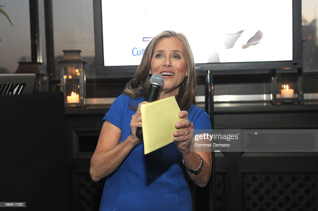 <a gi-track='captionPersonalityLinkClicked' href=/galleries/search?phrase=Meredith+Vieira&family=editorial&specificpeople=217718 ng-click='$event.stopPropagation()'>Meredith Vieira</a> attends the 'LIVES with <a gi-track='captionPersonalityLinkClicked' href=/galleries/search?phrase=Meredith+Vieira&family=editorial&specificpeople=217718 ng-click='$event.stopPropagation()'>Meredith Vieira</a>' Launch Party at Gramercy Park Hotel on September 17, 2013 in New York City.
