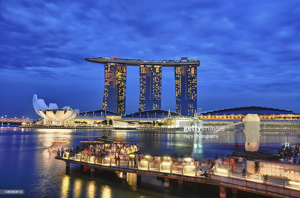 Merlion park and marina bay sanding in vicinity
