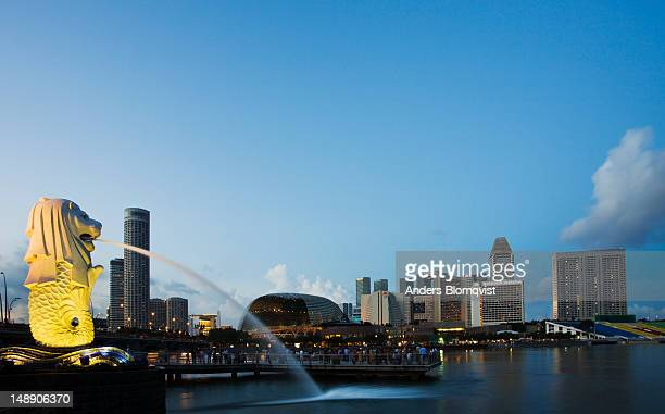 Merlion statue and view eastwards to Swissotel, Esplanade, Suntec City and other hotels.
