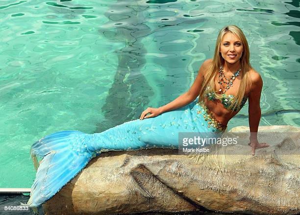 'Mermaid' Hannah Fraser poses in the new exhibit at Sydney Aquarium built to house dugongs Pig and Wuru on December 19 2008 in Sydney Australia The...